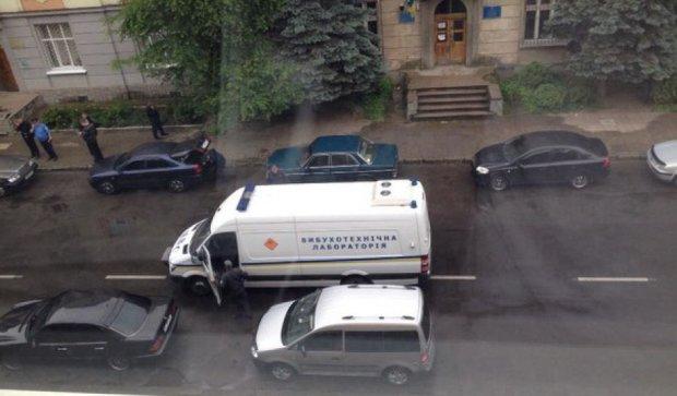 Из-за взрыва автомобиля возле Львовского райотдела ранен милиционер