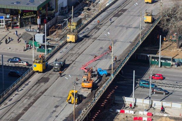 Ремонт Шулявського мосту змінив рух транспорту: опубліковано схему