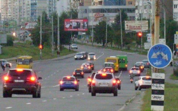 Паркуюся, де хочу: київський автохам приземлив дупу на забороненому місці