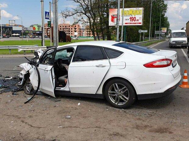 Людей збирали по частинах: у Києві шумахер на Lexus зніс двох пішоходів, моторошні кадри 18+