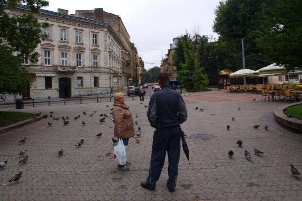 Противогаз не поможет: во Львове травят людей, жуткие фотофакты
