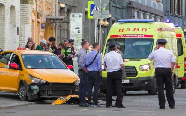 Наїзд на натовп у Москві: з'явилося відео допиту таксиста