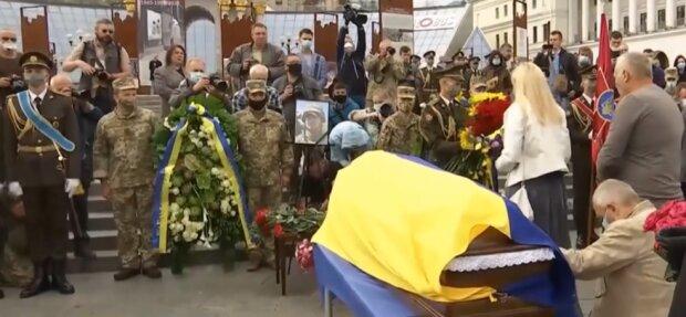 У Львові прощаються із загиблим на Донбасі героєм - врятував бойових побратимів і підірвався на міні
