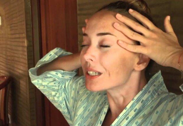 """До Жанни Фріске """"зазирнула"""" улюблена сестра: """"У неї вже тут починається..."""", відео"""