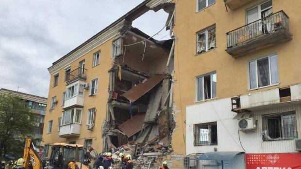 Под Киевом мощный взрыв разворотил жилой дом: фото