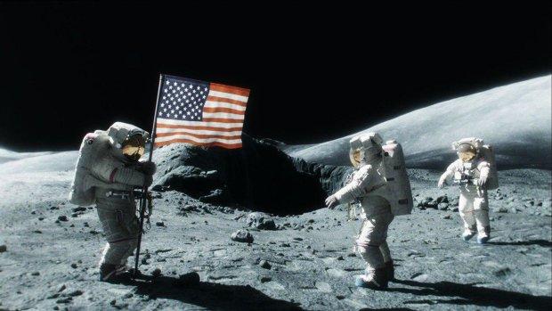 """Вчені зазіхнули на космічну """"святиню"""" американців: щось не видно ваших слідів на Місяці"""