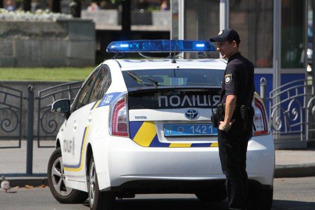 """Еще одна Зайцева """"поцарапала авто"""" об копа и закатила истерику: видео"""