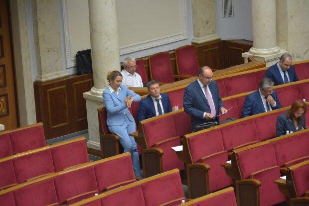 Чому депутати спізнюються на роботу: Знай дізнався відмовки обранців