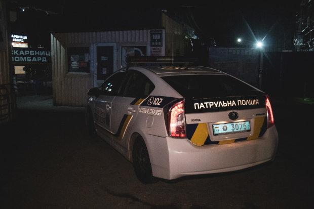 В Киеве пьяный школьник напал на собственную семью: кромсал по очереди
