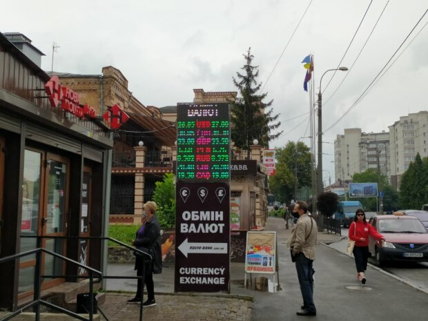 """Курс валют на 28 июля: гривна проучила """"зелень"""" и показала, кто в доме хозяин"""