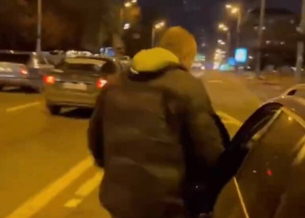Таксист / скріншот з відео