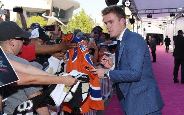 НХЛ: Лучший игрок сезона в шаге от подписания рекордного контракта
