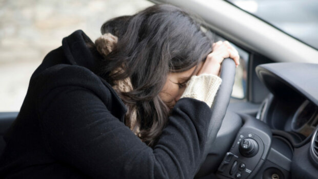 Розтрощила 5 машин: автоледі підшофе показала ″клас″ на парковці