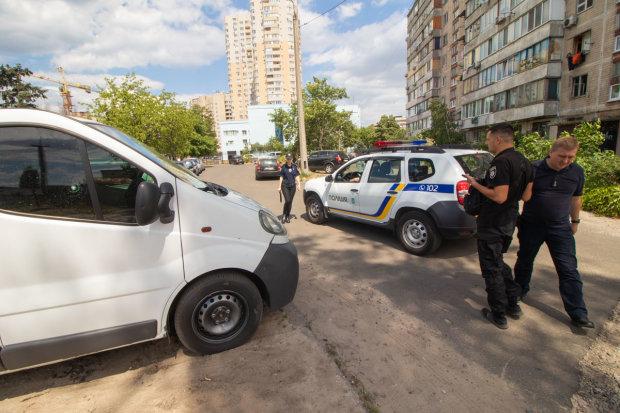 Під Дніпром банда на BMW обстріляла автомобіль, копи чухають потилиці: цілилися у водія