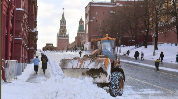 Білий апокаліпсис: з'явилися відео аномального снігопаду в Москві