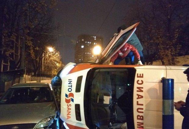 """Авто охранного агентства спровоцировало дикое ДТП в Одессе, """"скорая"""" летела кувырком"""