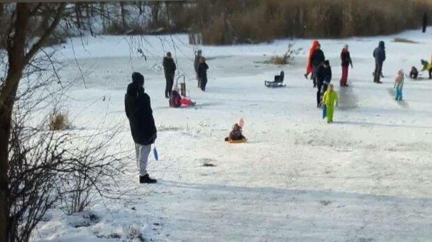 Ребенок провалился под лед, фото: Патрульная полиция
