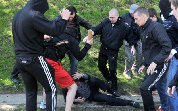 Ділили дівчат до перелому кісток: у Києві сталася кривава бійка