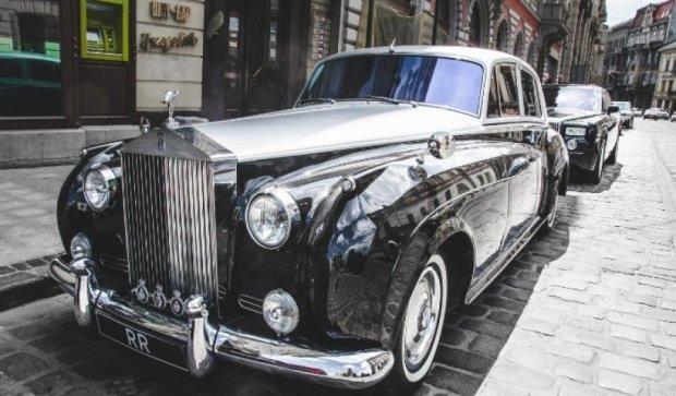 Львівські вулиці підкорив раритетний Rolls-Royce