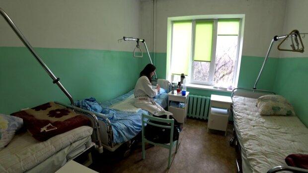 """В Киеве не справляются с коронавирусом, больных пациентов отправляют домой: """"Не можем себе позволить"""""""