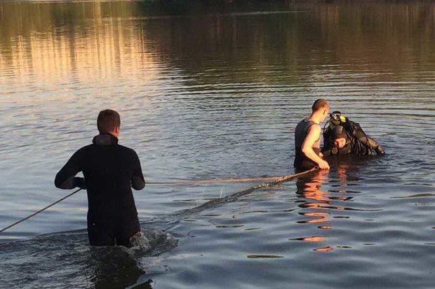 Из Днепра выловили тело молодого парня: купался в одиночестве, кадры 18+