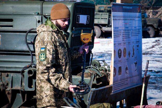 Как не подорваться на мине: с саперами на Донбассе провели занятия для совершенствования навыков