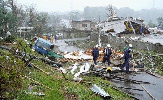 Фатальные разрушения от мощного тайфуна: столица парализована, сотни тысяч домов без света