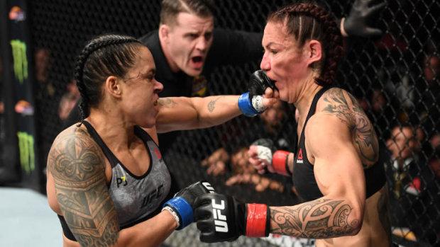 UFC: Бразильянки устроили брутальное месиво с нокаутом и рекордом