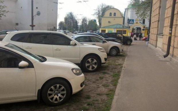 Якщо дуже хочеться, то можна: у Києві автоледі проклала новий маршрут