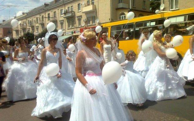 Весільний переполох: у Києві сотні пар взяли шлюб в один день
