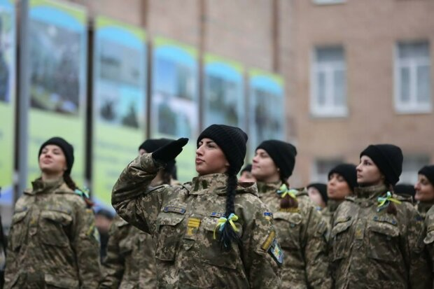 """Призыв в ВСУ с 18 лет: украинцы """"отправили"""" в армию коллег Зеленского, фотожаба"""