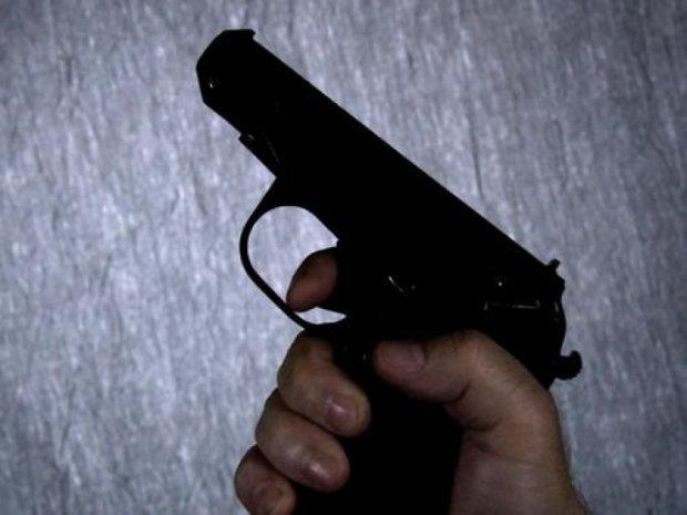 """Суперечка """"з вогником"""": розмова військового з перехожими закінчилася стріляниною"""