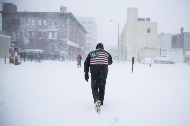 Снежный апокалипсис: целые области замерзают без света, холод отрезал от цивилизации сотни тысяч людей, есть жертвы