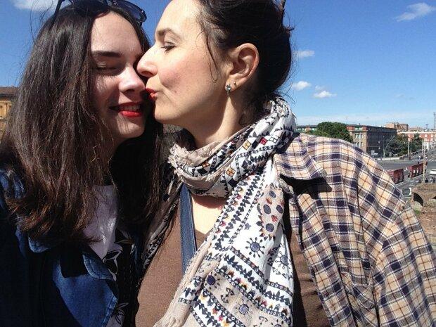 """Украинка уехала на заработки в Италию, чтобы заработать на квартиру: """"Вернулась и не узнала дочь"""""""