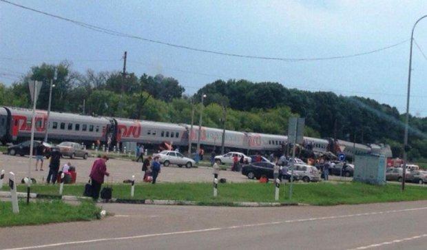 В Росії  з рейок зійшли шість пасажирських вагонів