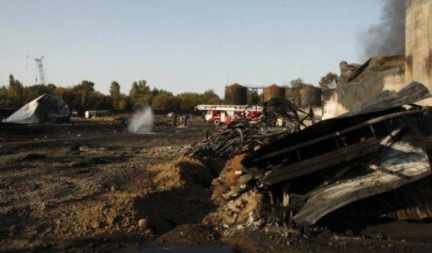 Ночью на нефтебазе под Киевом прорвало трубопровод