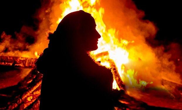 """Моторошна сцена стала для буковинців нічним жахіттям: """"Облилась бензином і взяла сірник"""""""