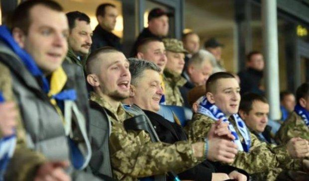 Футболисты сборной пригласили на отборочный матч с Беларусью бойцов АТО