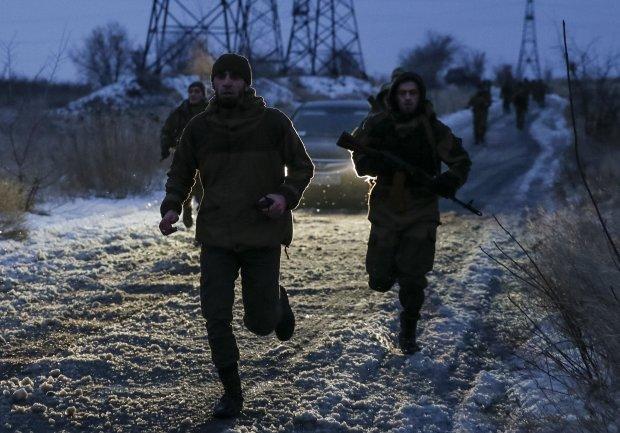 """Жители Донецка молят об отмене """"комендатского часа"""", недовольных хватают прямо на улице и везут на подвал"""