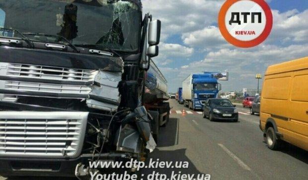 В Киеве авто остановились в километровых пробках