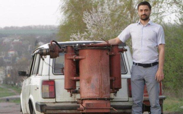 Наломал дров: умелец нашел, чем заменить дорогущий бензин