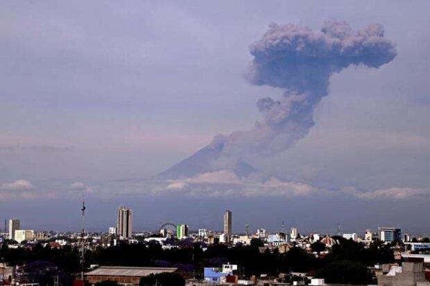 Мехіко и вулкан Попокатепетль