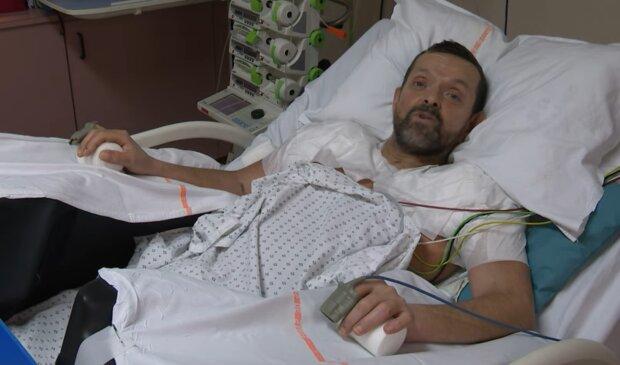 Пацієнту вперше успішно пересадили обидві руки, скріншот із від