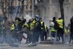 Макрон ввів у Франції надзвичайний стан, справи зовсім кепські, протести посилюються