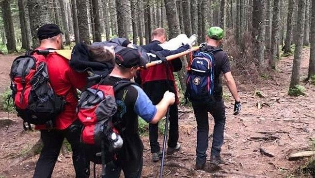 На Говерле туристка из Черновцов травмировала ногу, фото if.dsns.gov.ua