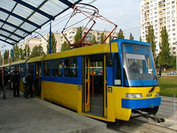 Киевляне ждут запуска скоростного трамвая, давно пора: у Кличко – сем пятниц на неделю