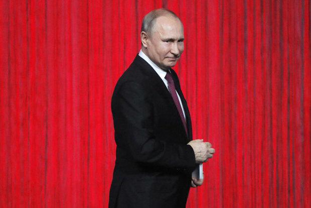 """Нове фото Путіна довело мережу до істерики: """"Бронештани, броневзуття і бронеботокс"""""""