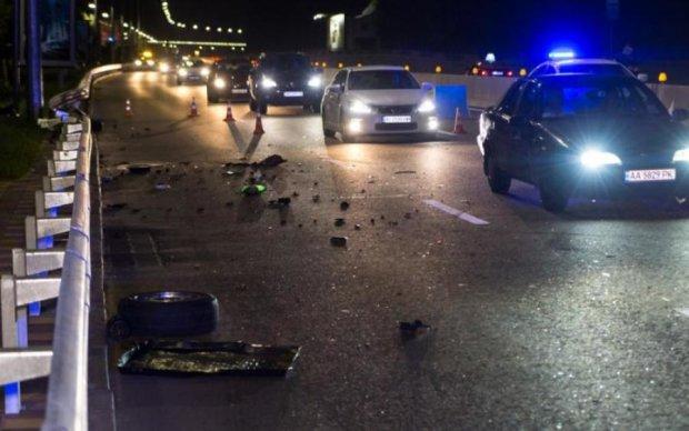 Отбойник остановил ночного гонщика на BMW, слабонервным не смотреть
