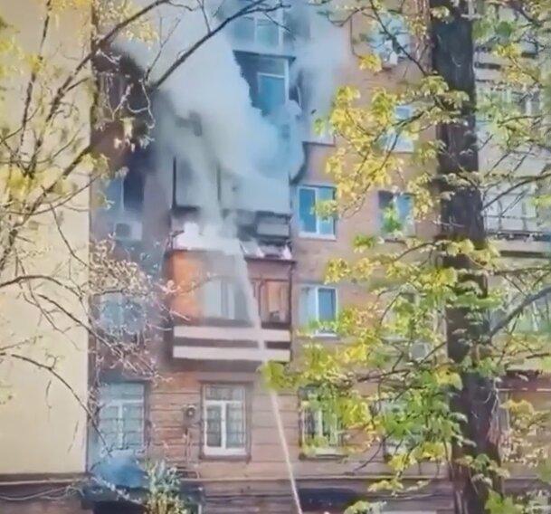 Адское пламя охватило квартиру в Киеве, дым и паника на весь район - кадры ЧП
