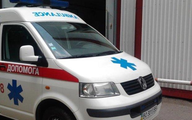 Иномарка самоуничтожилась об дерево на Львовщине: водителя вырезали